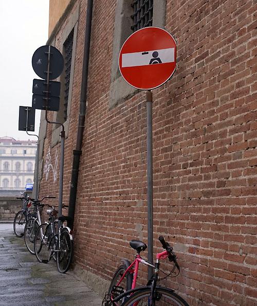 フィレンツェの面白い交通標識