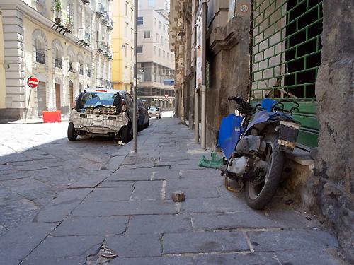 ナポリの道路