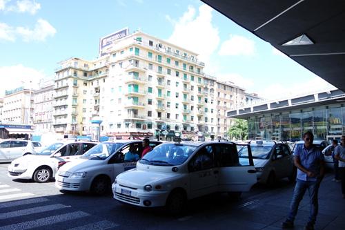 napoli_taxi.jpg