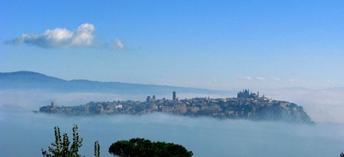 霧の中のオルヴィエート
