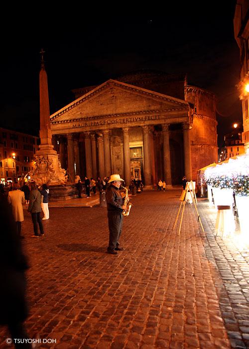 ローマのパンテオン広場