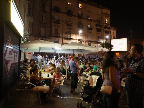 ナポリの夜の街並み