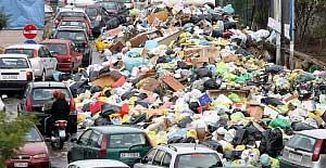 ナポリはゴミの山